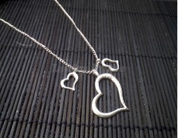 """Подвеска """"Три сердца"""" на серебряной цепочке"""