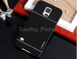 Бампер для Samsung Galaxy S5 motomo. Цвет черный.